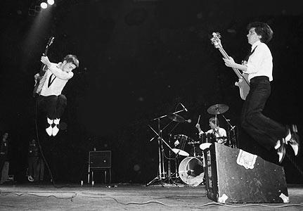 the-jam-live-jump