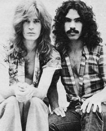 20 Hall Oates 1970s publicity shot