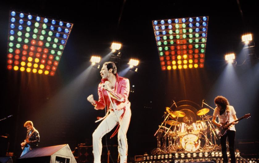 8.24 hot-space-live-concert-1982
