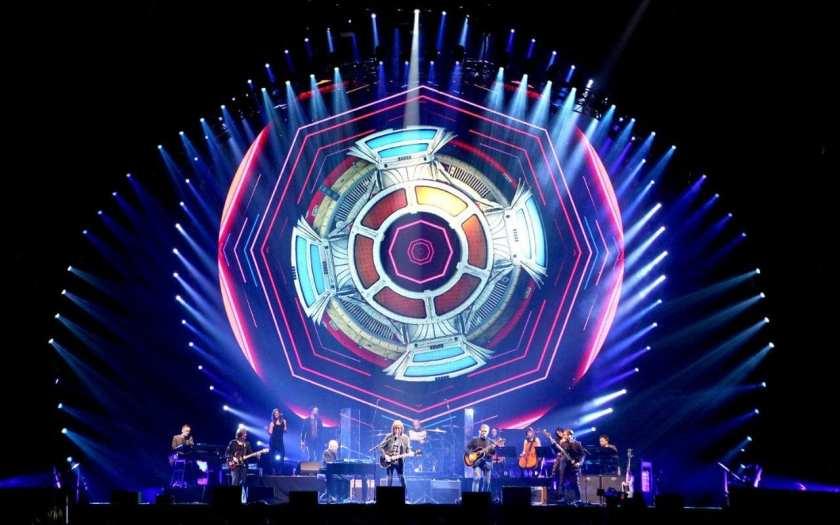 9.26 ELO in concert now