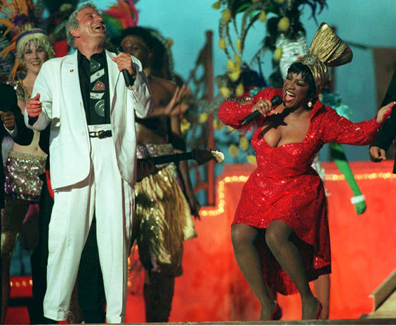 US Singers Tony Bennett (L) and Patti LaBelle perf