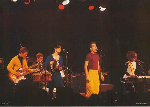 2.28 The B-52's Live