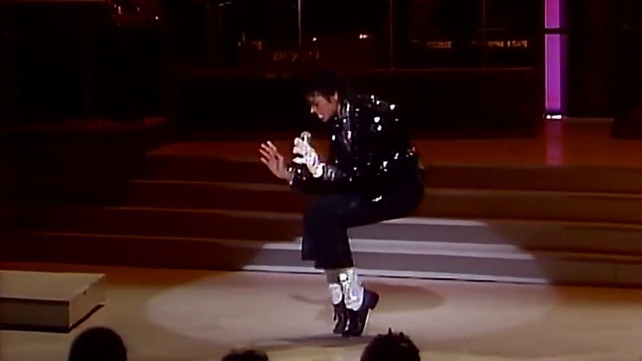 2.16 MJ steals Motown 25